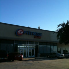 Photo taken at 24 Hour Fitness by Marie-Térese S. on 9/18/2012