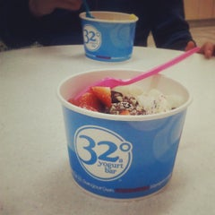 Photo taken at 32 Degrees A Yogurt Bar by Megan D. on 4/6/2013