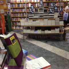 Photo taken at Livraria Saraiva by Polyanna F. on 11/7/2012