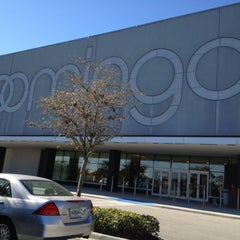 Photo taken at Bloomingdale's by Nese T. on 2/5/2013