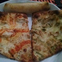 Photo taken at PO5 Pizza Lounge (Pizza on 5th) by Movie L. on 11/6/2015