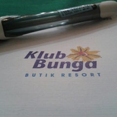 Photo taken at Klub Bunga Butik & Resort by Arbua B. on 10/5/2012