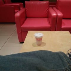 Photo taken at Dunkin' Donuts | دانكن دونتس by Mansour on 1/11/2013