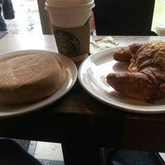 Photo taken at Starbucks by Kamilla P. on 7/30/2013