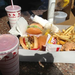 Photo taken at In-N-Out Burger by Elaziel on 6/14/2013