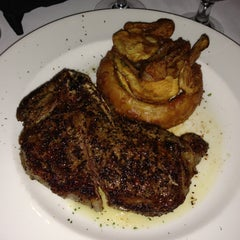 Photo taken at Del Frisco's Double Eagle Steakhouse by Michael B. on 5/4/2013