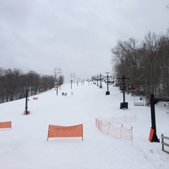 Photo taken at Paoli Peaks - Ski, Ride, Tube by Dusty S. on 2/2/2013