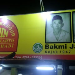 Photo taken at Bakmi Kadin by pambudi on 7/18/2015