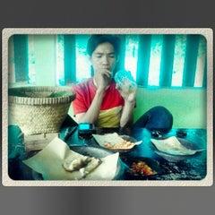 Photo taken at Waroeng Huhah by Kiki K. on 6/28/2013