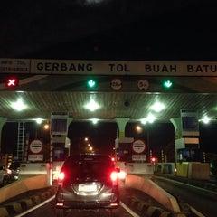 Photo taken at Gerbang Tol Buah Batu by Gepe on 7/13/2014