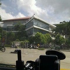 Photo taken at สำนักหอสมุด (Library) by ธรรศ ธ. on 9/16/2012