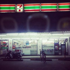 Photo taken at 7-11 ม.สุภาวัลย์ by Ton Themoonworld ค. on 12/29/2012