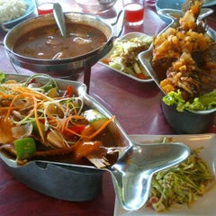 Photo taken at Restoran Seri Idaman by Dila A. on 10/21/2012