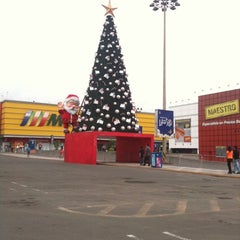 Photo taken at Plaza Lima Sur by Enrique Y. on 12/25/2012