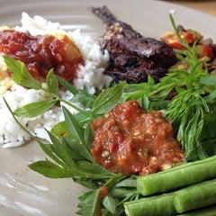 Photo taken at Restoran Baloh by Haf on 2/23/2013