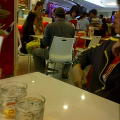 Photo taken at Swensen's (สเวนเซ่นส์) by -'paii ウ. on 10/27/2013