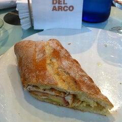 Photo taken at Café del Arco by Molibdeno on 12/23/2012