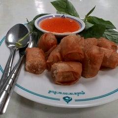 Photo taken at ศูนย์อาหารรามาธิบดี (Rama Food Center) by Prince S. on 11/2/2015