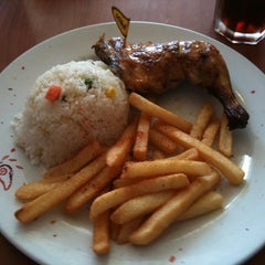 Photo taken at Nando's by Fitri H. on 5/29/2011
