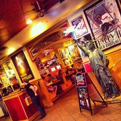 Photo taken at Red Robin Gourmet Burgers by Richard U. on 8/17/2013