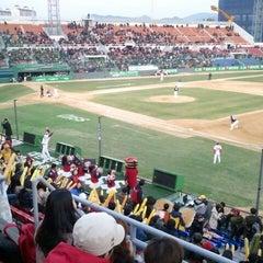 Photo taken at 무등야구장 (Mudeung Baseball Stadium) by jieun L. on 4/9/2013