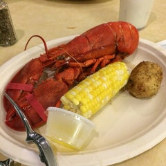 Photo taken at Boston University West Campus Dining Hall by Chris on 9/18/2014