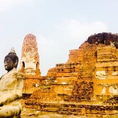 Photo taken at ท่าวัดมหาธาตุ (Wat Mahathat Pier) by Montserrat on 1/30/2015