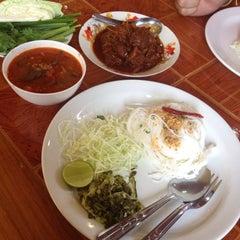 Photo taken at รสมือแม่ by 🌺 ก้อนหิน ก้อนนั้น 💔 on 9/22/2015