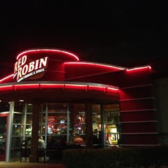 Photo taken at Red Robin Gourmet Burgers by Rodney B. on 1/12/2013