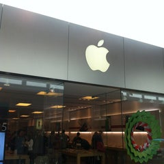 Photo taken at Apple Store, SouthPark by Cesar A. on 12/18/2012