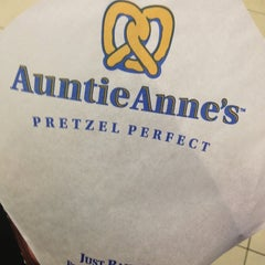 Photo taken at Auntie Anne's by Che Taa 🐅 on 1/24/2013