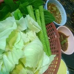 Photo taken at โคขุนคุณทอง โพนยางคำ (Ko Khun Khun Thong) by Sutinee B. on 9/14/2014