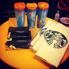 Photo taken at Starbucks (สตาร์บัคส์) by Chawalit K. on 10/10/2013