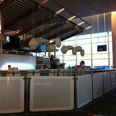 Photo taken at Gate B6 by Jimmie on 11/5/2012
