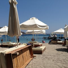 Photo taken at Mio Bianco Beach Club by Muhammet on 8/12/2013