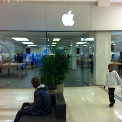 Photo taken at Apple Store, Mall of America by Craig B. on 10/15/2014