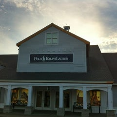 Photo taken at Woodbury Common Premium Outlets by Nueng on 10/6/2012