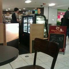 Photo taken at Gloria Jean's Coffees by Natalia on 11/21/2012