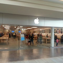 Photo taken at Apple Store, Burlington by Alin G. on 9/19/2013