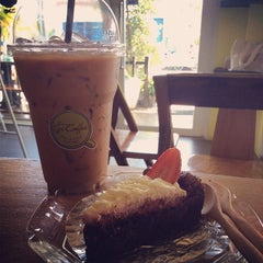 Photo taken at Tee Coffee by นศ.ทนพ.วีรชาติ on 1/28/2014