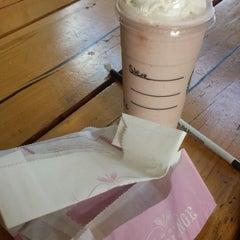 Photo taken at Starbucks by Emmalouise B. on 8/4/2014