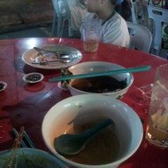 Photo taken at 8 Parkcity Restaurant (8角樓美食中心) by Fernandez F. on 9/20/2012
