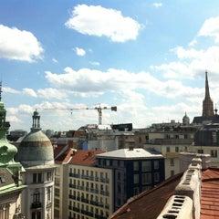 Das Foto wurde bei MyPlace Hotel City Centre von Niko V. am 8/13/2012 aufgenommen