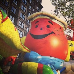 Photo taken at Macy's Parade Balloon Inflation by Dominicana{{FJ}} 2.0 . on 11/26/2015