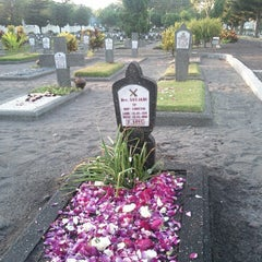 Photo taken at Taman Makam Pahlawan Kusuma Negara by halim s. on 8/18/2013