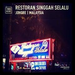 Photo taken at Restoran Singgah Selalu by Syefri Z. on 2/16/2013