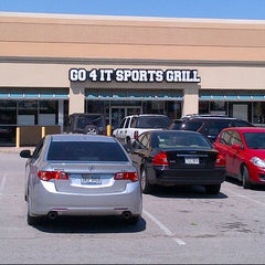 Photo taken at Go 4 It Sports Grill by Steven C. on 4/6/2013