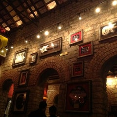 Photo taken at Hard Rock Cafe by Unmisha B. on 11/4/2012