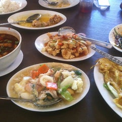 Photo taken at Restoran Tupai-Tupai by Alphonse P. on 1/6/2013