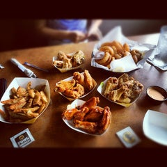 Photo taken at Buffalo Wild Wings by Tony L. on 9/14/2012